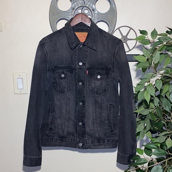 Men's Faded Levi's Denim Trucker Jacket